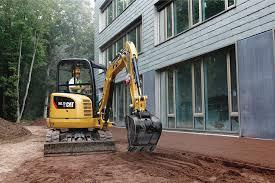 I mini-escavatori: obblighi di legge e caratteristiche
